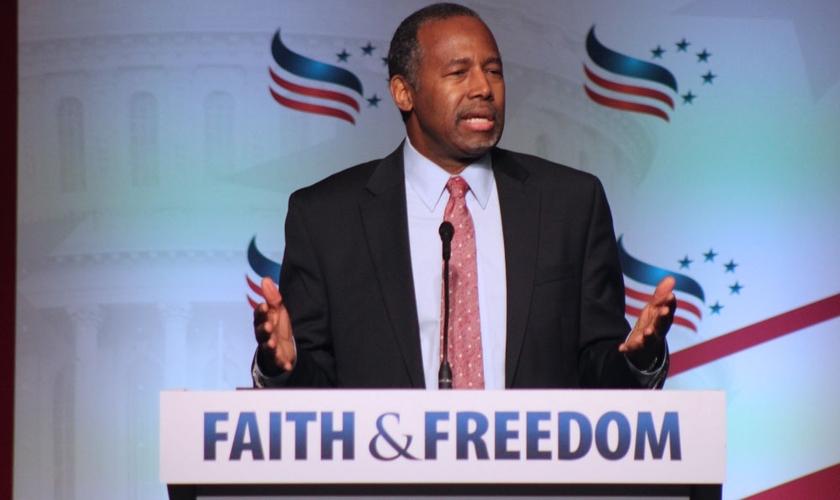 """O ex-candidato à presidência dos EUA, Ben Carson, falou aos cristãos sobre compaixão aos homossexuais durante o evento """"2016 Faith & Freedom Coalition's"""". (Foto: The Christian Post/Samuel Smith)"""