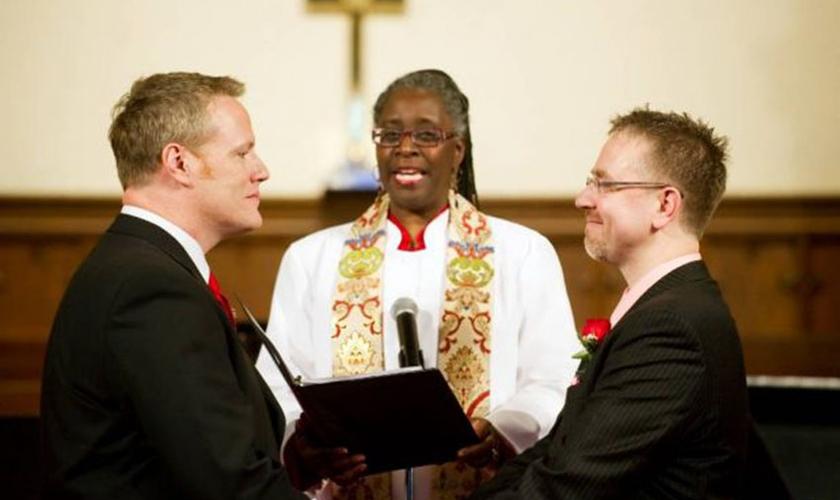 O reconhecimento das uniões e ordenação de gays faz parte da conduta da igreja há anos. (Foto: Reprodução)