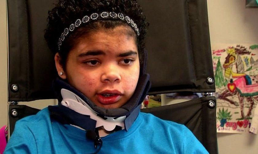 Kyla Roberts, de 14 anos, foi lançada para fora do carro em um grave acidente que aconteceu no dia 6 de março. (Foto: Reprodução/WTVR)