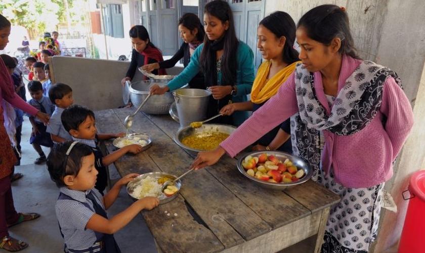 """O governo indiano está reprimindo as instituições de caridade estrangeiras """"ameaçadoras"""". (Foto: Compassion International)."""