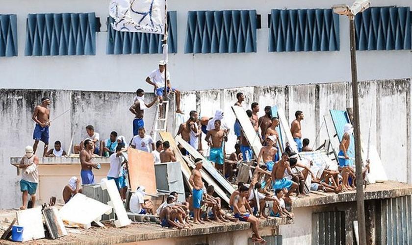 Detentos fazem rebelião no presídio de Alcaçuz, no RN. (Foto: G1)