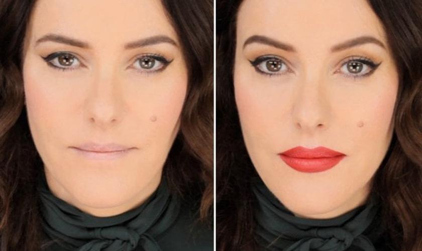 A maquiadora britânica Lisa Eldridge mostra técnicas para dobrar o volume dos lábios. (Foto: Reprodução/Cosmopolitan)