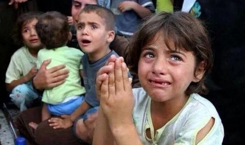 O uso de crianças e adultos civis como escudos humanos tem se tornado uma prática comum do Estado Islâmico em seus combates. (Foto: Islam Media Analysis)