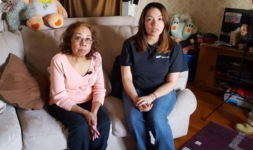 Julia e Denyce, avó e mãe de Ryu Pena, que morreu aos 4 anos. (Foto: Beth McDonough/KSTP)