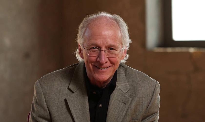 John Piper é teólogo e professor da Faculdade e Seminário Bethelehem, nos EUA. (Imagem: Desiring God)