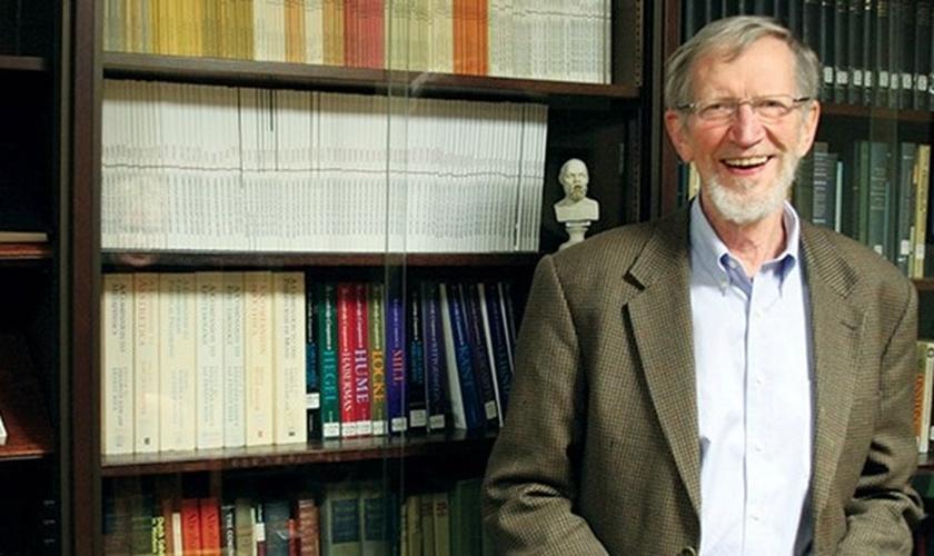 Alvin é ex-presidente da Sociedade de Filósofos Cristãos e da Associação Filosófica Americana. (Foto: Reprodução).