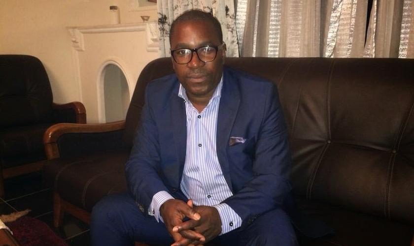 Felix Ngole é cristão e foi expulso de sua universidade após citar um versículo bíblico sobre a homossexualidade. (Foto: Premier)