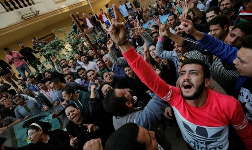 Em dezembro de 2016, o grupo extremista reivindicou a autoria de um bombardeio na Igreja do Cairo. (Foto: Reuters).
