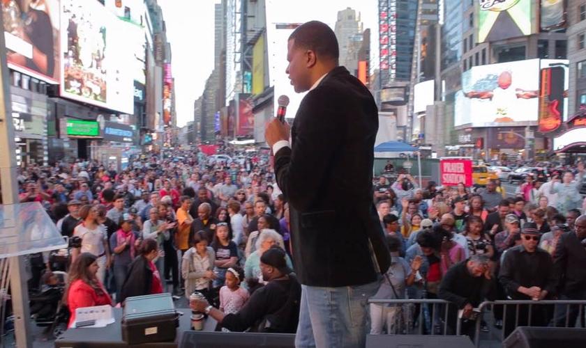 """A """"Semana de Jesus"""" foi organizada após a tragédia que atingiu a cidade de Nova York no dia 18 de maio. (Foto: Reprodução/Facebook)."""