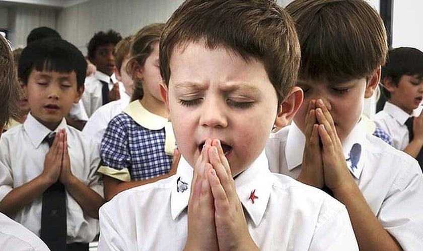 Crianças orando. (Foto: Traditional Native Healing)