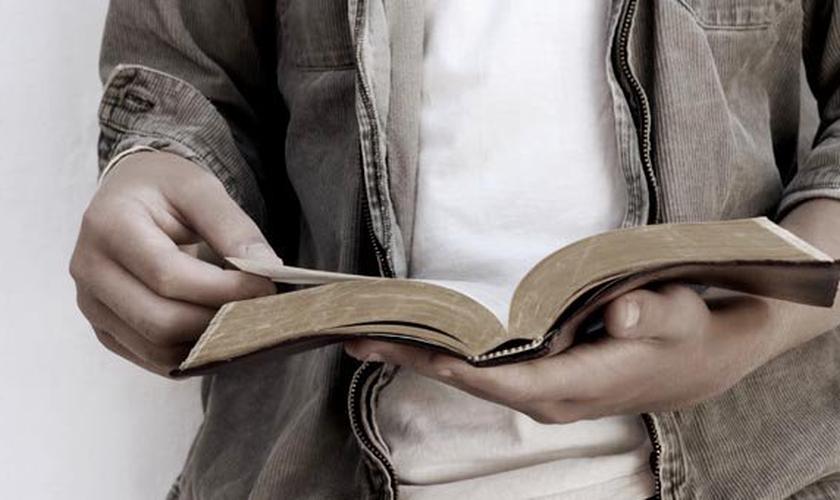 Leitura da Bíblia. (Foto: Getty)