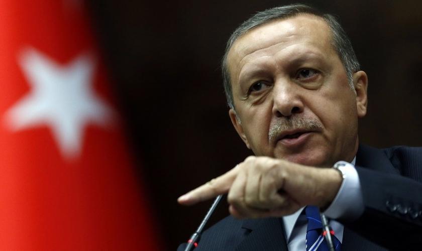 Recep Tayyip Erdogan durante uma reunião no parlamento turco, em Ancara. (Foto: Reuters/Umit Bektas)