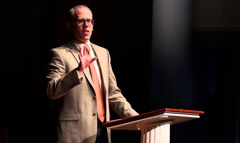 Kevin deYoung é o pastor principal da University Reformed Church, em East Lansing (EUA). (Foto: Reprodução).