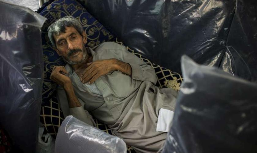 Imagem ilustrativa. Refugiado com infecção pulmonar na fronteira entre a Turquia e Iraque. (Foto: ACNUR/D.Nahr)
