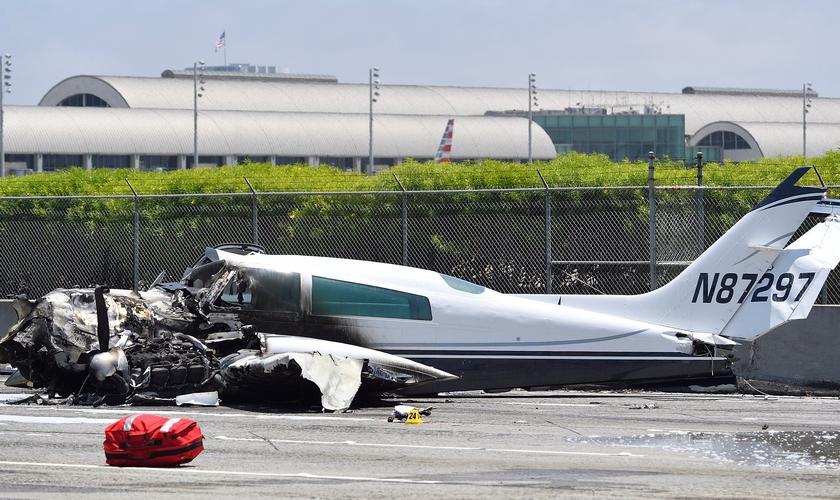 A aeronave foi incendiada quando retornou para a pista. (Foto: Jeff Gritchen/Orange County Register/SCNG)