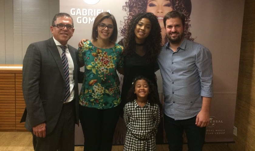 Gabriela vem encantando o público com sua voz desde os sete anos. (Foto: Assessoria).