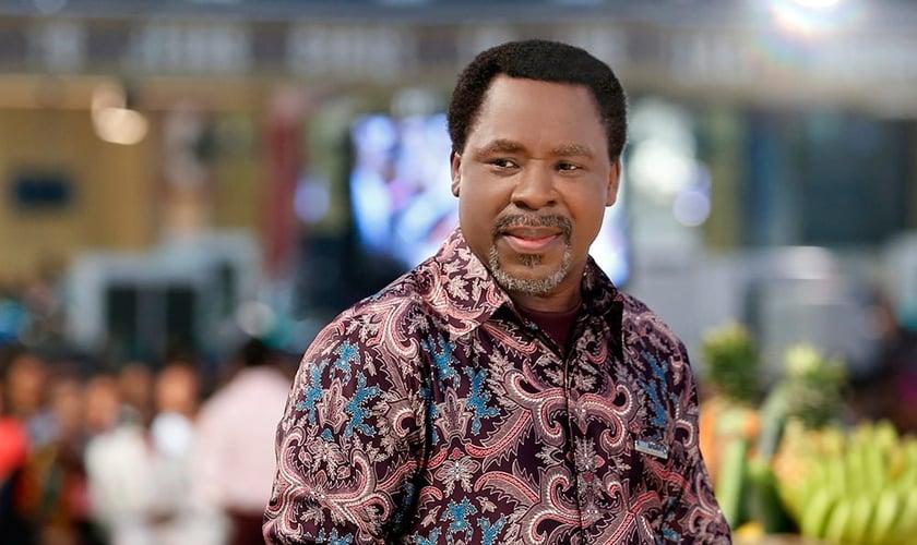 As bênçãos de Deus podem ser impedidas pelo dinheiro, segundo o pastor nigeriano TB Joshua. (Foto: Reprodução)