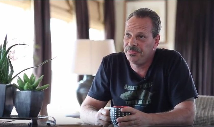 Keith Repult atualmente é pastor e aconselha pessoas viciadas em diversas áreas (pornografia, drogas, alcoolismo), ajudando-as a se livrar do vício. (Imagem: Youtube)
