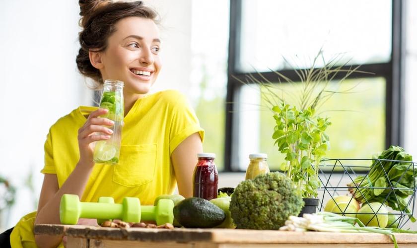 Conheça sinais de que você está desidratada. (Foto: RossHelen/Thinkstock/Getty Images)