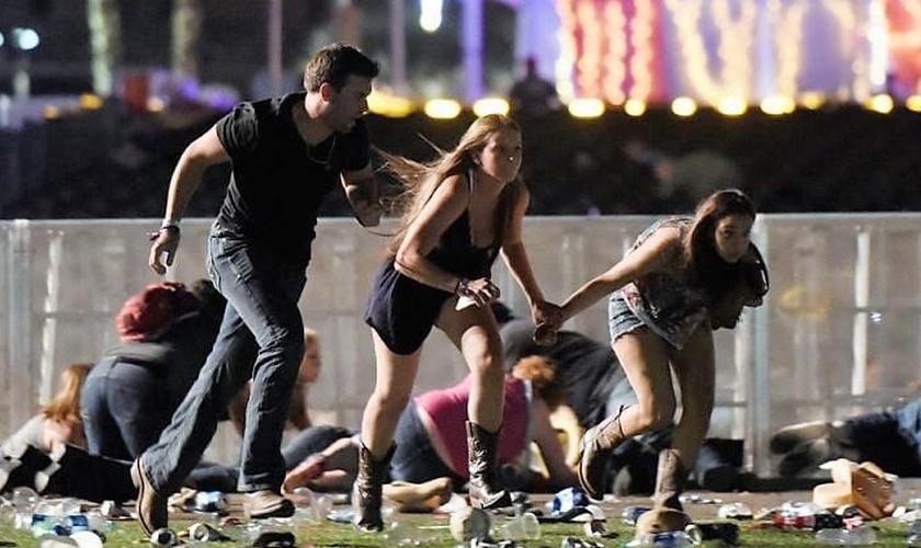 Pessoas tentam fugir de tiroteio em massa, em Las Vegas. (Foto: NTD.TV)