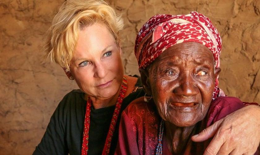 Heidi Baker iniciou seu ministério em Moçambique, na África, há 20 anos. (Foto: Reprodução/Facebook)