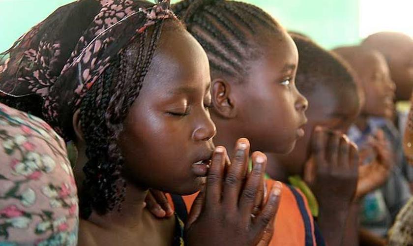 """""""Estamos começando a pensar que o pior tenha acontecido – outro episódio como o de Chibok"""", disse um dos pais. (Foto: Reprodução)."""