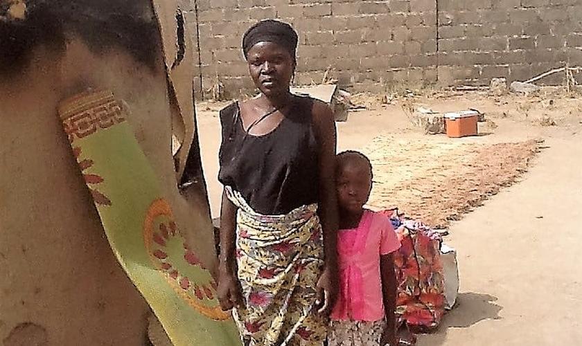 A reconstrução de sua aldeia e da igreja não tem sido fácil, mas Hanatu Solomon tem perseverado. (Foto: Portas Abertas)