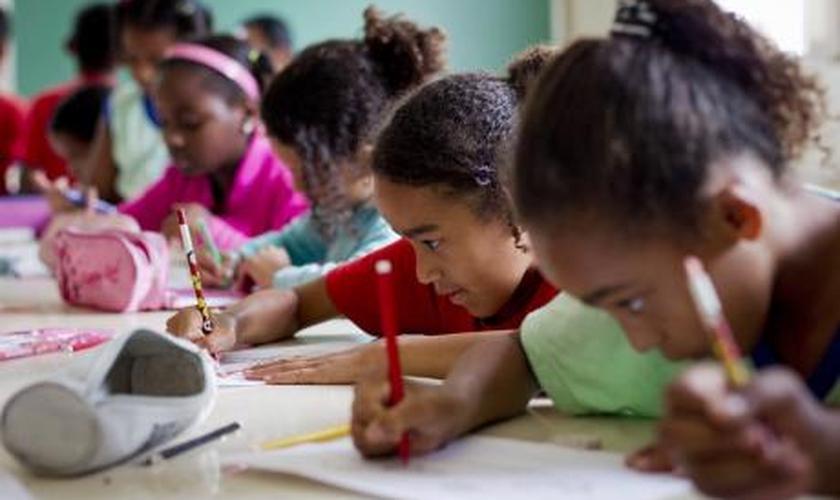 Crianças do interior do Ceará receberam a cartilha de prevenção contra o HPV. (Foto: uipi.com.br)