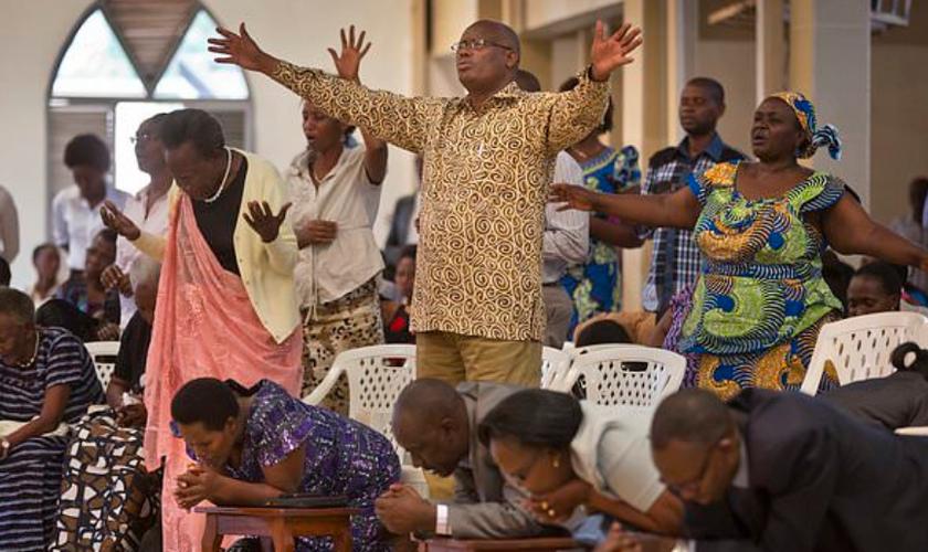 O foco da ação estaria em fechar igrejas pentecostais, por terem mais facilidade de se espalharem. (Foto: AP Photo/Ben Curtis).