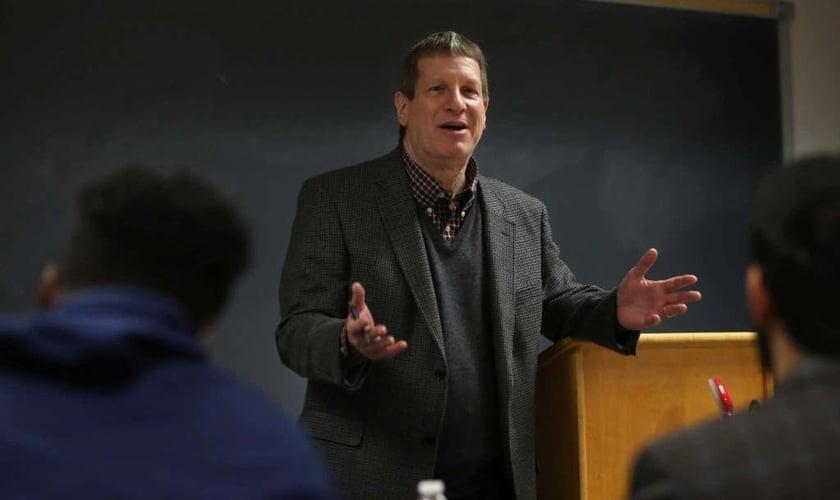 O autor e evangelista Lee Strobel ministrando na Universidade Batista de Houston. (Foto: Mayra Beltran/Houston Chronicle)