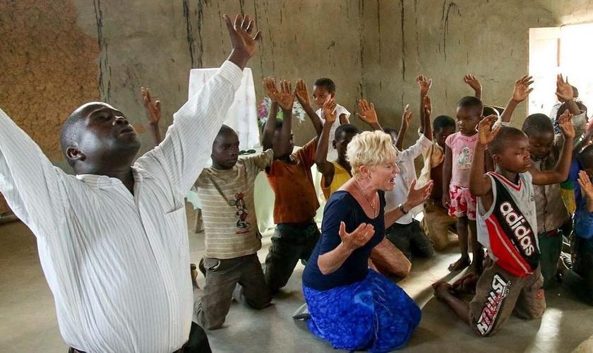 Desde 1995, a missionária Heidi Baker vem atuando em todas as províncias de Moçambique. (Foto: Iris Global)