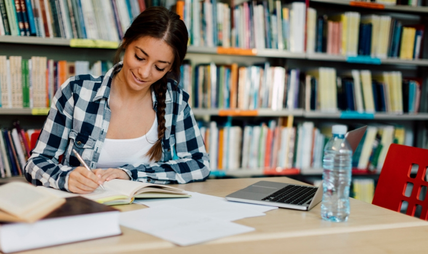 É possível aumentar a produtividade nos estudos diminuindo tempo e estresse. (Foto: vgajic/iStock)