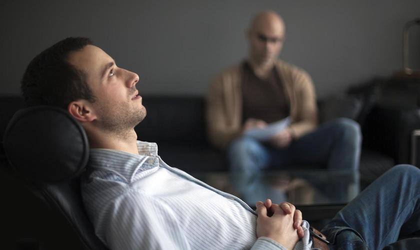 O estudo afirma que as terapias para mudança de orientação sexual tem melhorado a saúde mental dos participantes. (Foto: Reprodução)