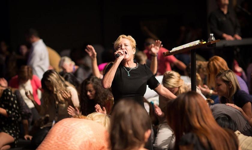 Heidi Baker compartilhou uma visão na qual cristãos levarão a glória de Deus até os confins da terra. (Foto: Reprodução)
