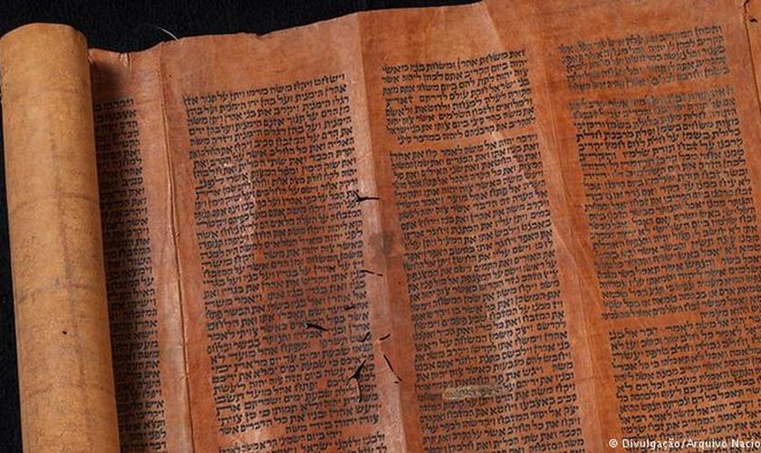 O pergaminhos da Torá foram adquiridos por Dom Pedro II, que era um estudioso da cultura hebraica. (Foto: Arquivo/Museu Nacional)