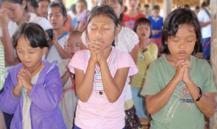 Os cristãos foram mantidos em cativeiros até que assinassem o documento que proíbe orações dentro das igrejas. (Foto: Reprodução)