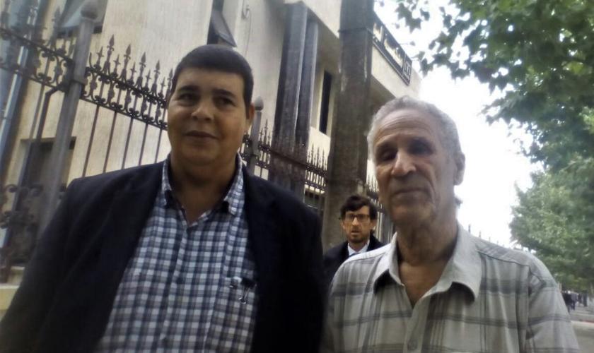 Rachid Ouali (esquerda) e seu amigo Ali Larchi (direita). (Foto: Morning Star News).