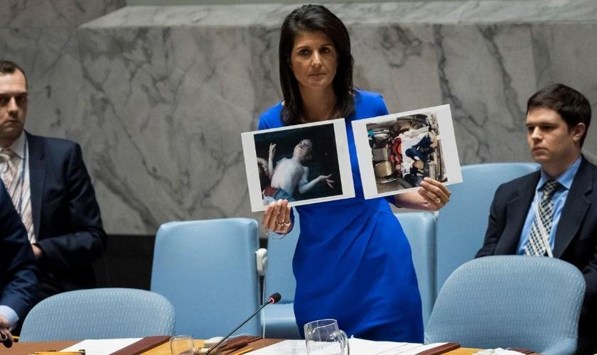 A embaixadora dos Estados Unidos na ONU, Nikki Haley, se tornou uma grande defensora de Israel. (Foto: Drew Angerer/Getty Images)