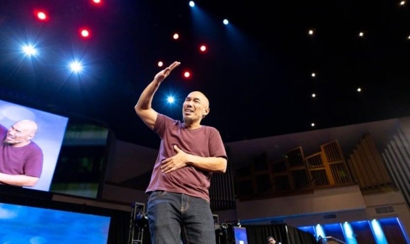 Francis Chan durante a Conferência Exponential na Primeira Igreja Batista de Orlando, na Flórida. (Foto: Danielle Smith)