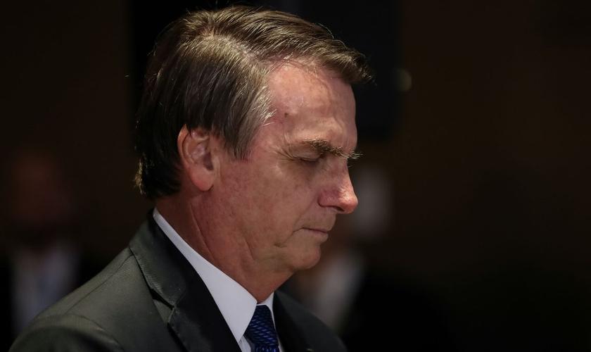 Presidente Jair Bolsonaro em momento de oração no almoço com pastores. (Foto: Marcos Corrêa/PR)