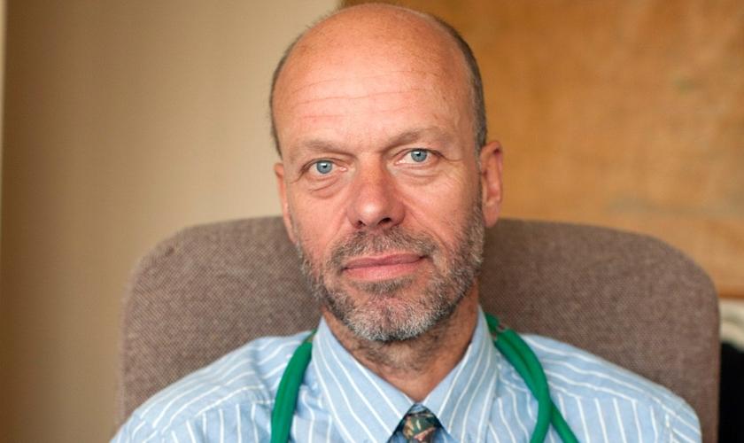 O Dr. Richard Scott está sendo investigado por envolver sua fé cristã nas consultas com pacientes. (Foto: Will Wintercross)