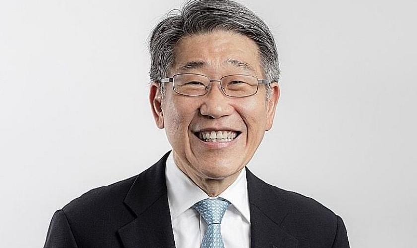 O bilionário de Singapura, Philip Ng Chee Tat, diz que a vida com Jesus é melhor do que qualquer riqueza. (Foto: Genesis Media)