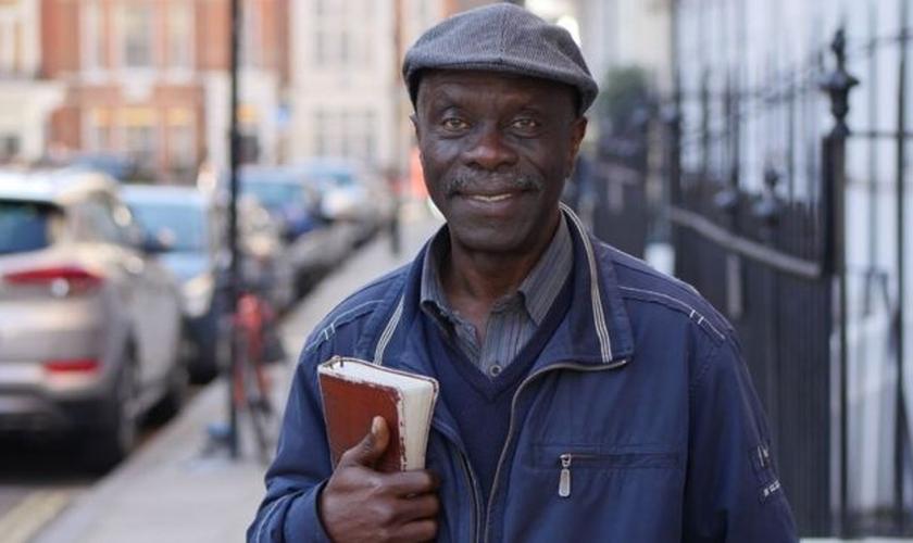 O pregador de rua Oluwole Ilesanmi foi detido em fevereiro pela polícia de Londres. (Foto: Christian Concern)
