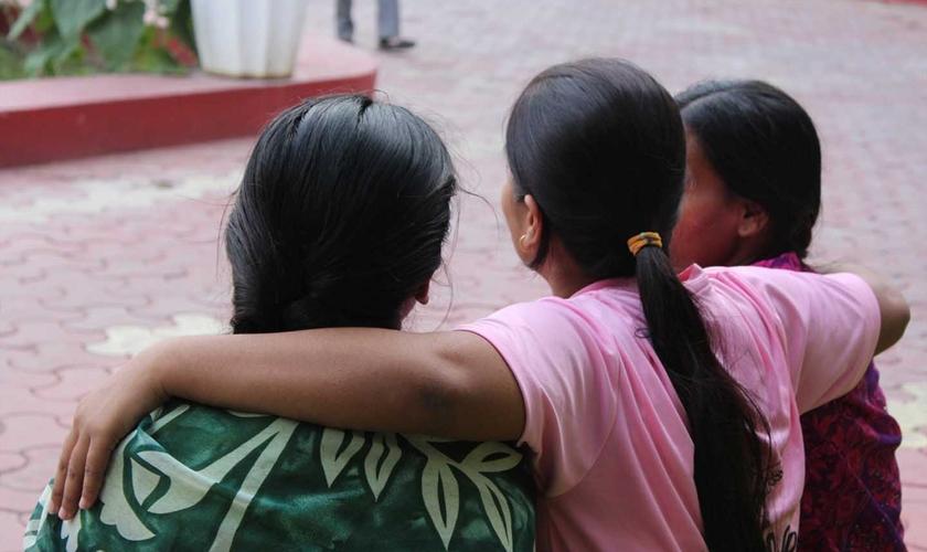 Atualmente, Meena e Sunita contam com apoio de outros cristãos. (Foto: Portas Abertas)