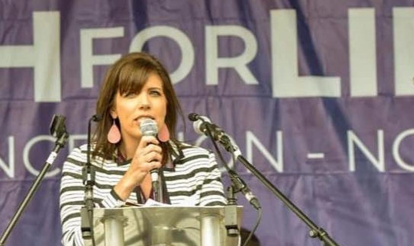 Melissa Ohden, sobrevivente de aborto, em defesa dos bebês.. (Foto: Reprodução/Facebook)