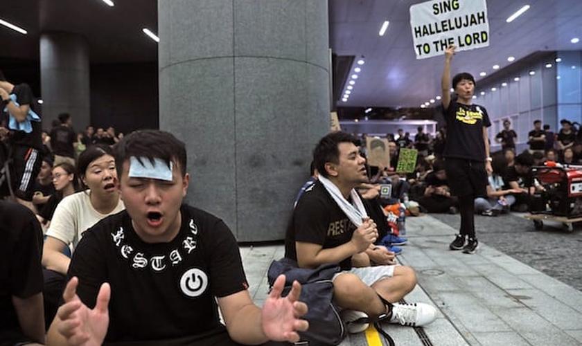 Cristãos entoam 'cantem aleluia ao Senhor' e participam de protestos em Hong Kong. (Foto: Reprodução/Church Liders)