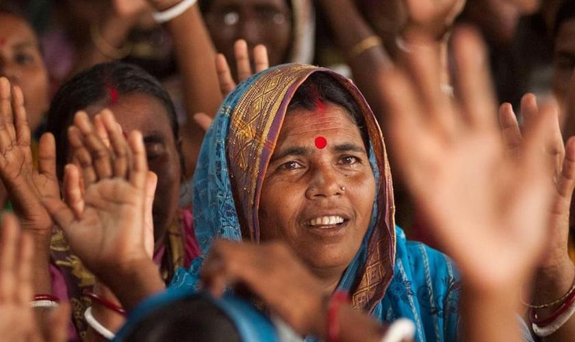Imagem ilustrativa. Mulher é curada de lepra após se render a Cristo na Ásia. (Foto: Gospel for Asia)