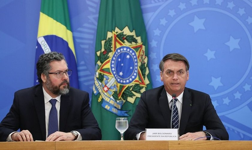 Presidente Jair Bolsonaro em coletiva de imprensa com o Ministro das Relações Exteriores, Ernesto Araújo. (Foto: Marcos Corrêa/PR)