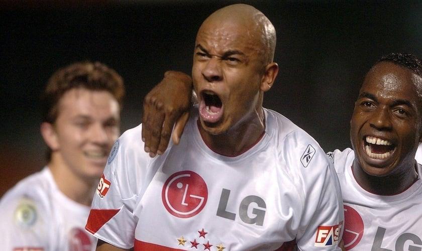 Alex Silva, em jogo como zagueiro do São Paulo. (Foto: Rubens Chiri/Site oficial SPFC)