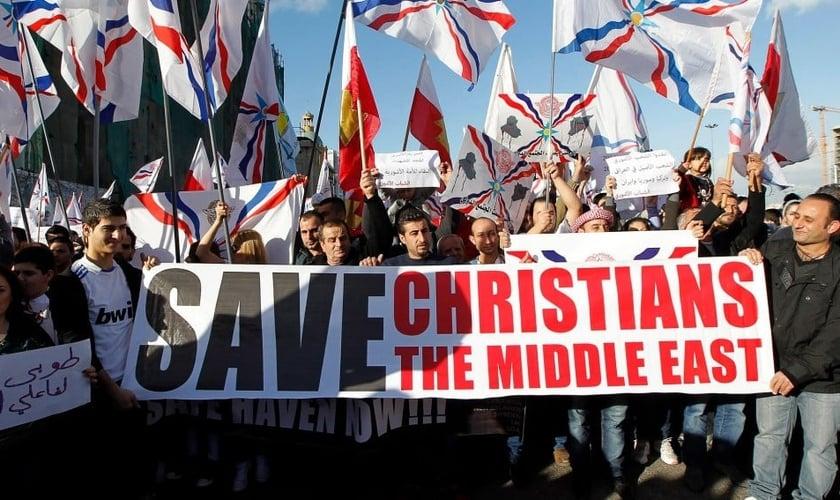 Protestos de cristãos contra perseguição no Oriente Médio em frente à ONU em Beirute. (Foto: Reprodução/EPA)